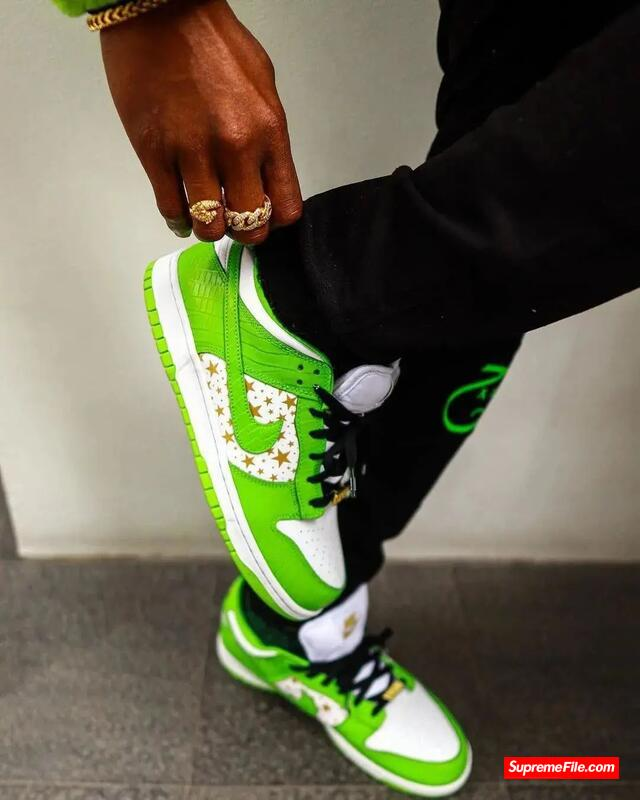 多色上脚图曝光Supreme联名Nike满天星或将下周来袭?